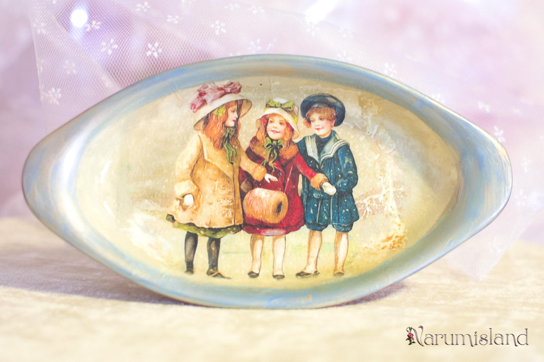 cadou de craciun: farfurie cu imagine vintage, copii la joaca