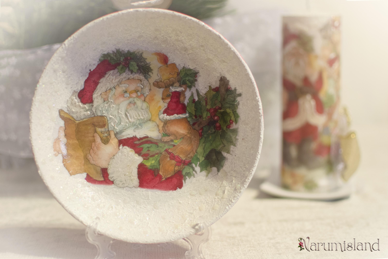 Decoratiuni cu Mos Craciun: lumanare si farfurie