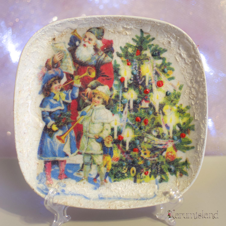 Farfurie decorativa cu Santa si un cor de copii