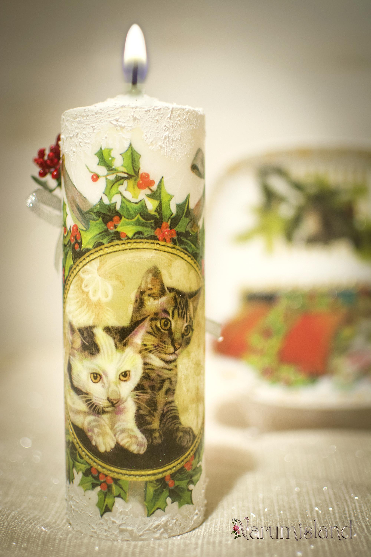 Lumanare decorativa cu pisici si Christmas Berries