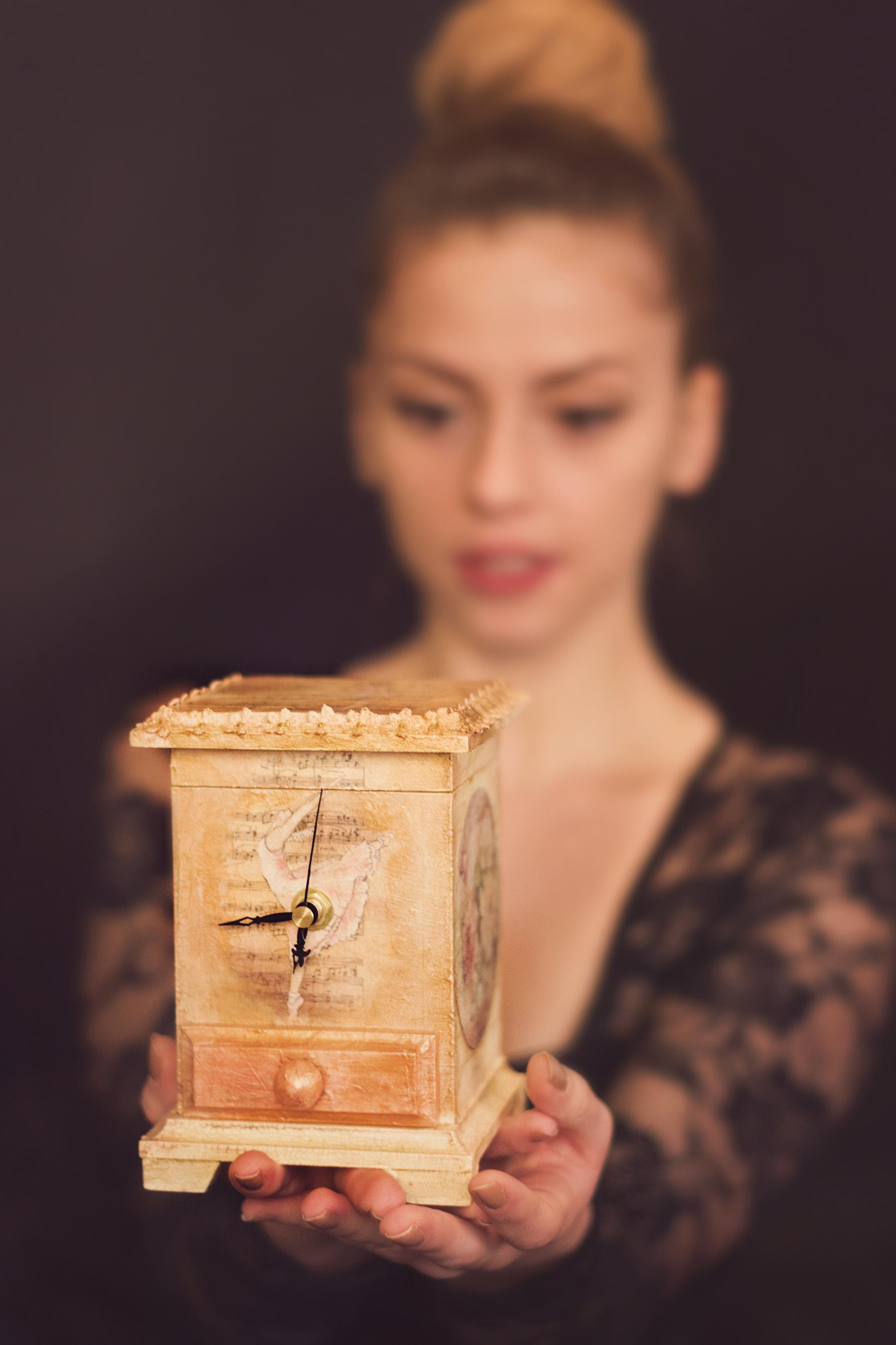 ceas de masa cu balerine si trandafiri