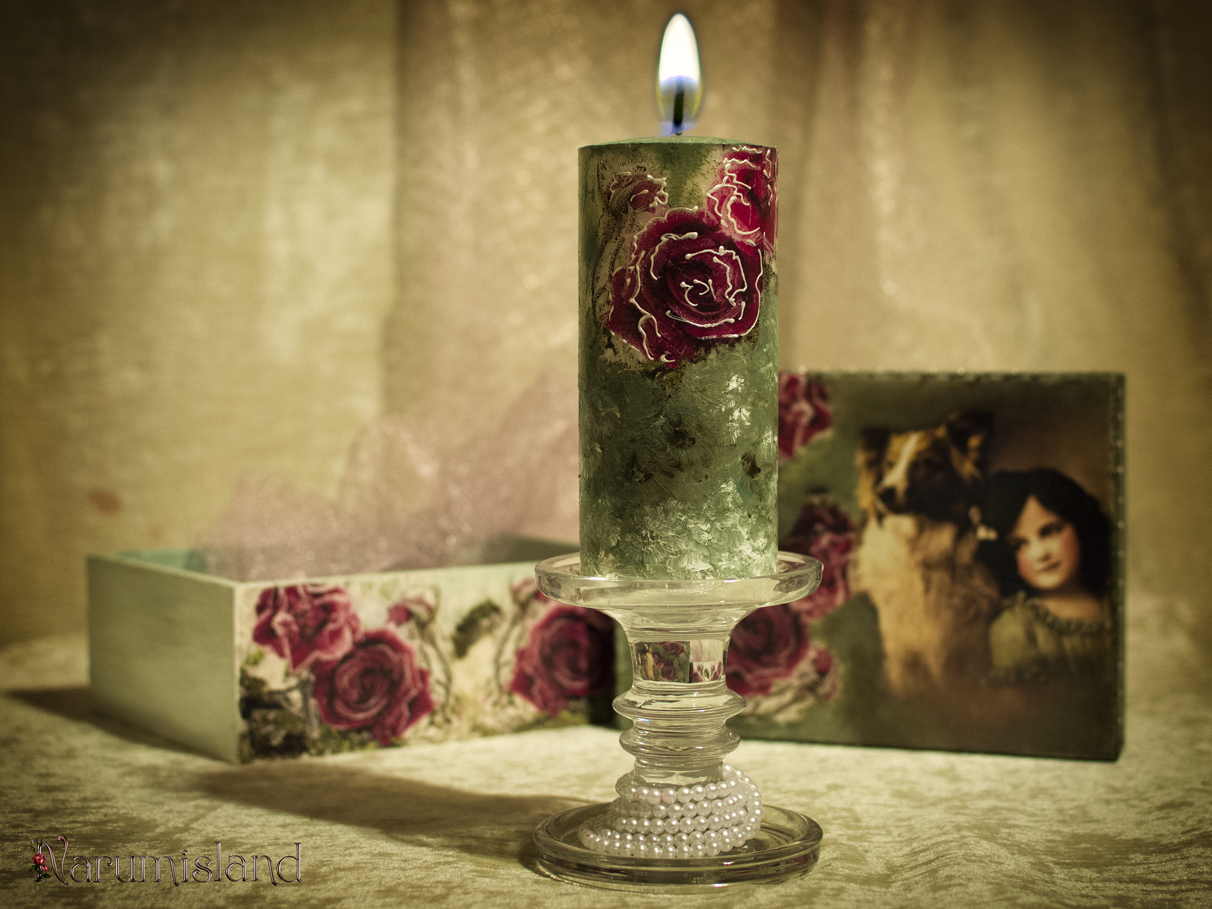 Lumanare decorativa cu trandafiri, in tonuri de verde si kaki_foto1