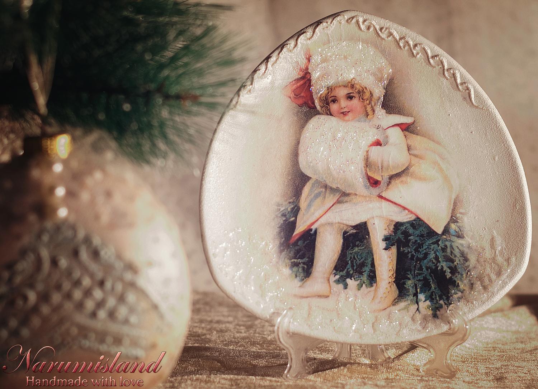 Farfurie Decorativa Cu Motive Vintage: Fetita, Realizata Cu Tehnica Decuopaj, Tehnici 3D, Cu Mai Multe Straturi De Lac