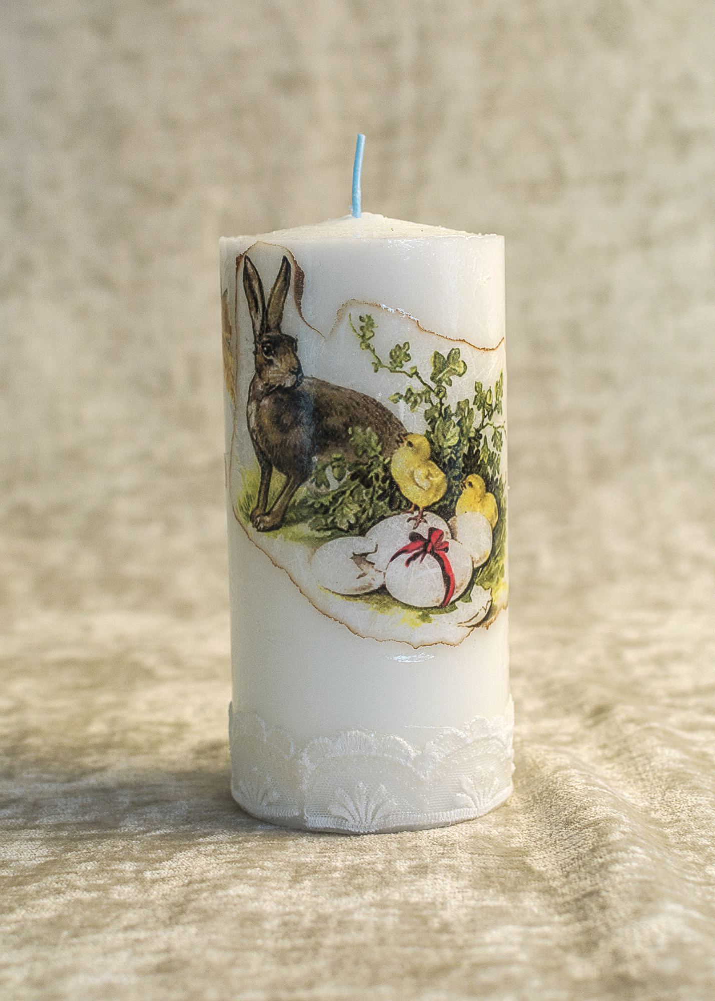 Easter Bunny: Easter Candle