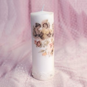 Lumanare decorata cu dantela, perle si modele vintage