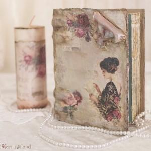 cutie carte imbracata in piele, cu aspect invechit