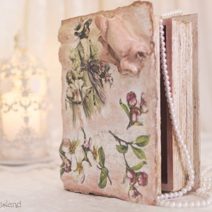 cutie carte veche cu coperti de piele veche