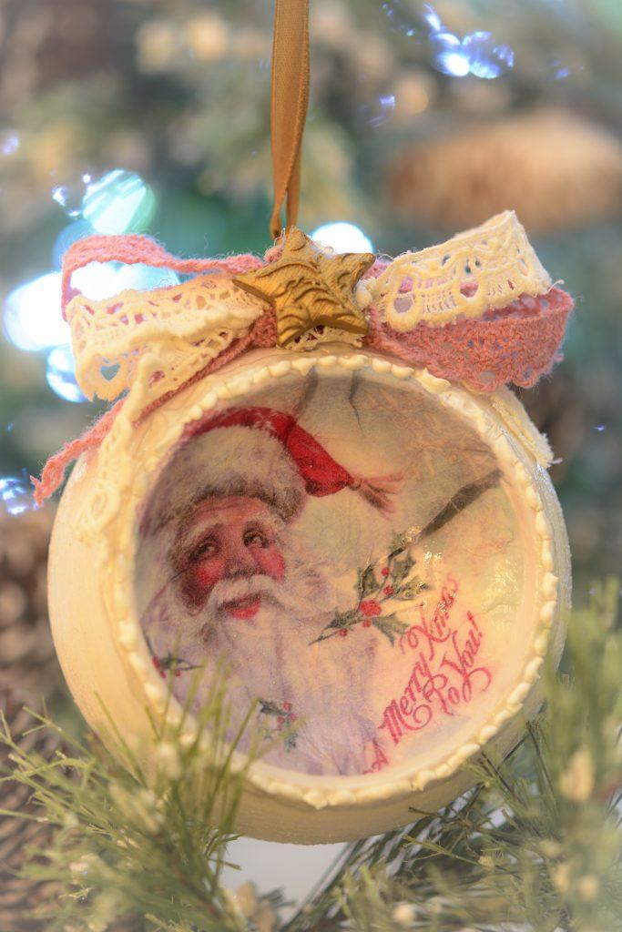 Glob 10 cm cu Santa