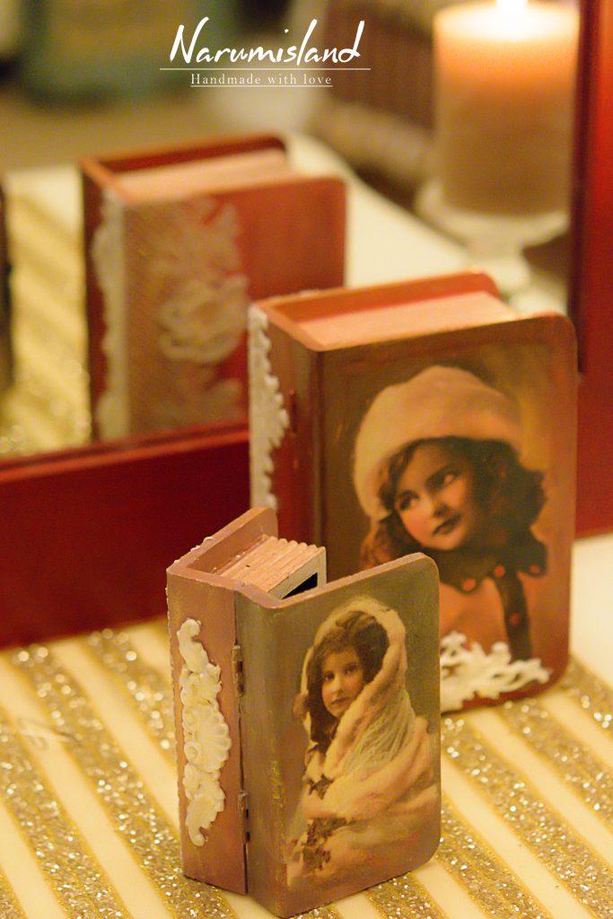 cutie carte mica cu dantele si fetita vintage