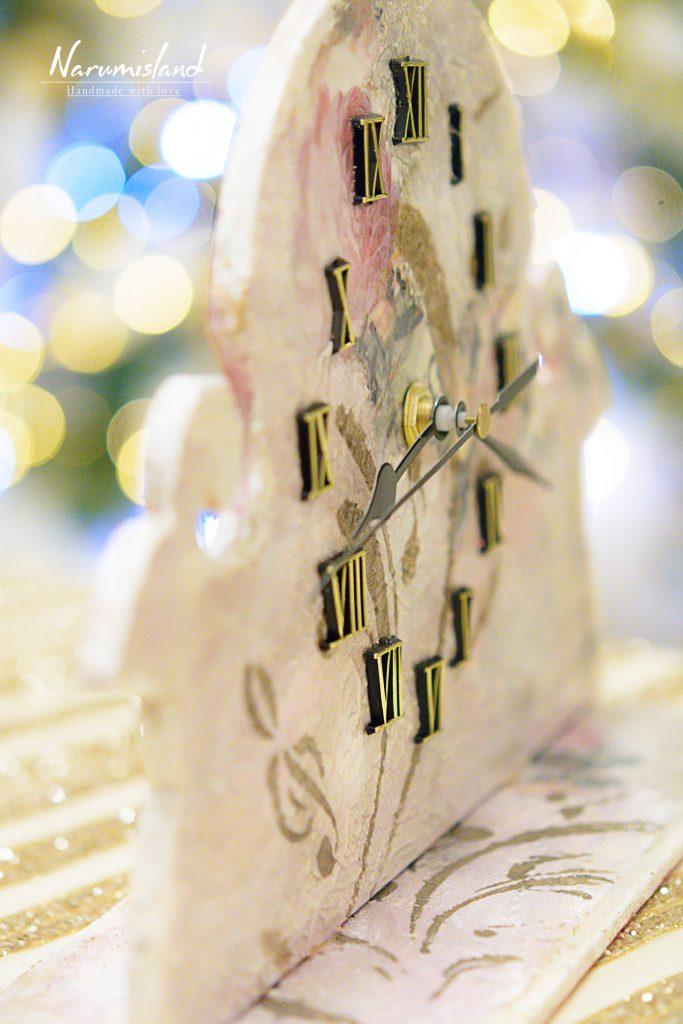 Detaliu ceas cu note muzicale