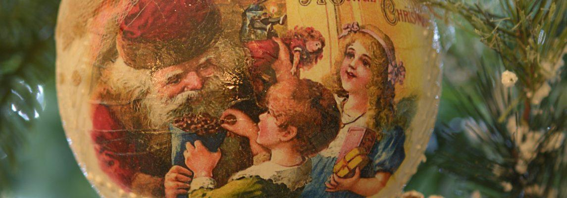 Lumanari si globuri decorative cu Mos Craciun